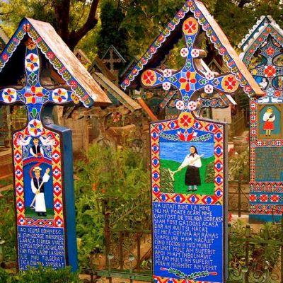 cimitir-vesel-sapanta-romania-maramures